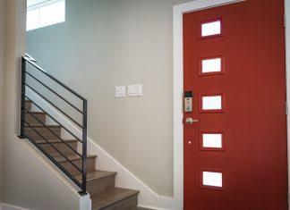 איך לקבוע תקציב נכון לרכישת דלתות מעוצבות?